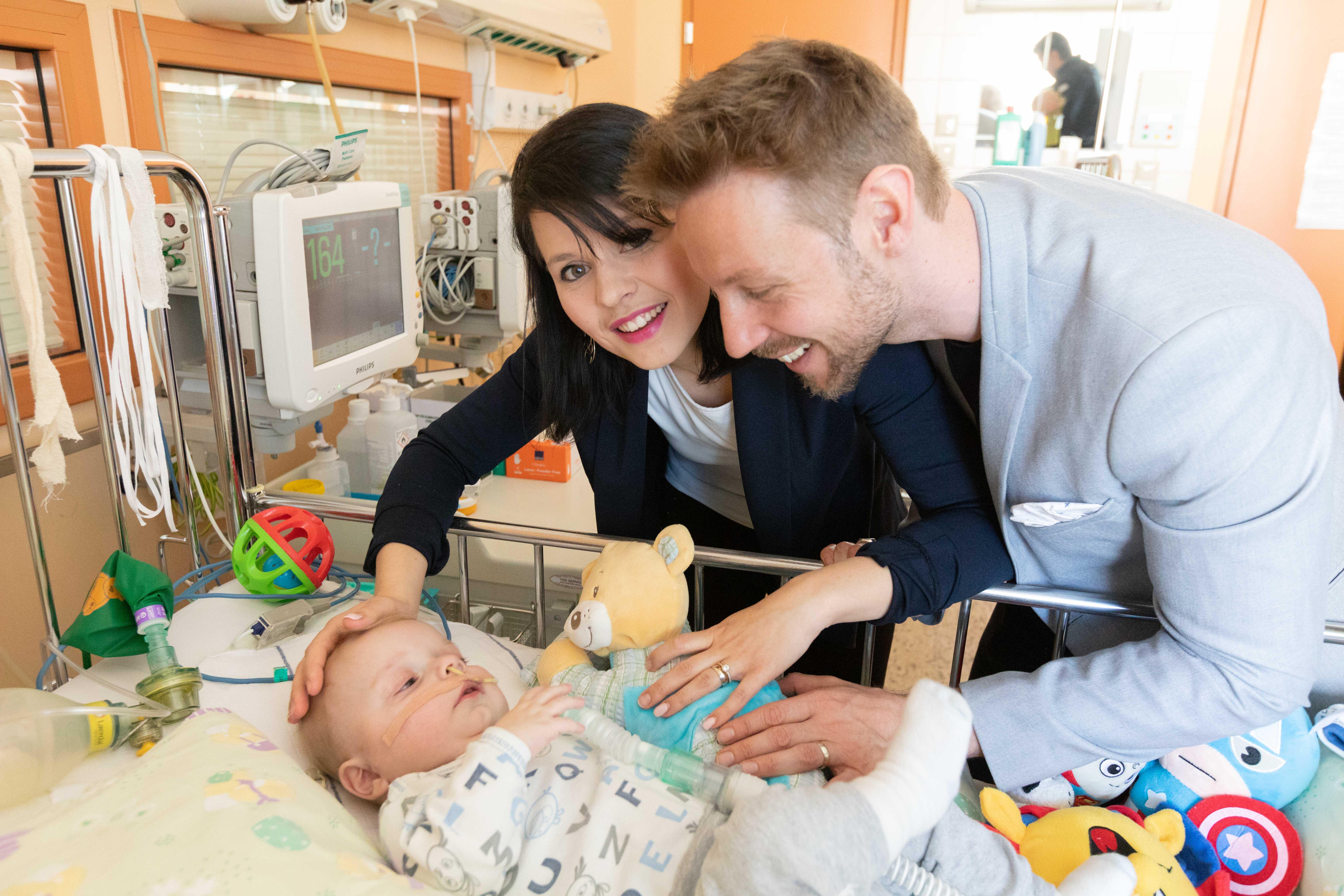 Sklad Viljem juklijan je doniral 3.000€ fantku Luku, ki že od rojstva dalje svoje dni preživlja v bolnišnicah zaradi težke smrtonosne redke bolezni kogenitalne diafragmalne hernije.